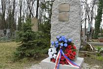 Pomník na Olšanských hřbitovech v Praze.