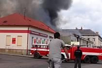 V Lanškrouně 20. dubna vypukl požár v bývalé galvanovně. Hasiči nejprve nemohli do objektu vstoupit, protože uvnitř vybuchovaly propan-butanové láhve a také acetylenová souprava. Lidé v okolí byli upozorněni, aby nevětrali.