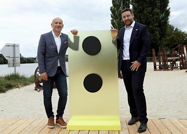 Představení Fortuny jako hlavního sponzora fotbalové ligy. Na snímku zleva generální ředitel Fortuny David Vaněk a šéf Ligové fotbalové asociace Dušan Svoboda.