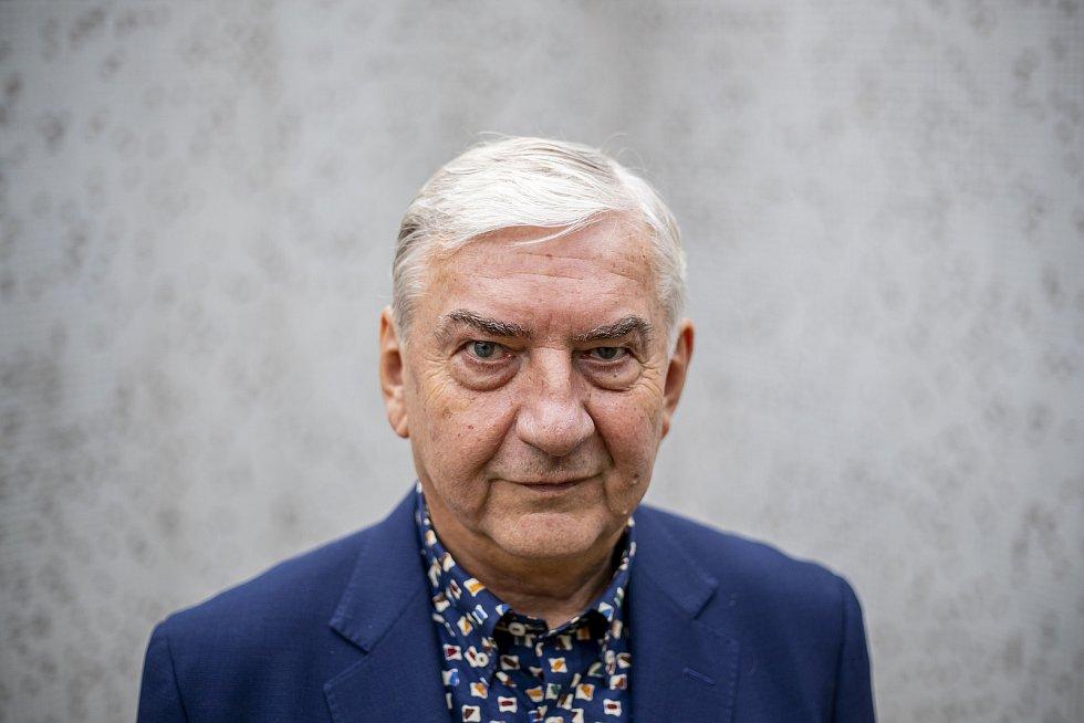 Miroslav Donutil při fotografování pro Deník 21. ledna v Praze.