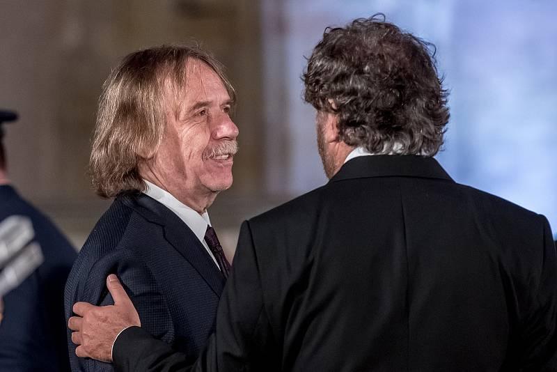 Prezident Miloš Zeman na státní svátek 28. října předával státní vyznamenání ve Vladislavském sále Pražského hradu. Nohavica, Troška