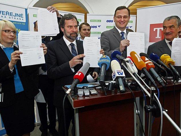 Vyjednávací týmy ODS, TOP 09 a Věcí veřejných se sešly ve středu 2. června 2010 v Poslanecké sněmovně Parlamentu České republiky k rozhovorům o vytvoření koaliční vlády. Prohášení o vytvoření společné koalice nakonec bylo podepsáno.