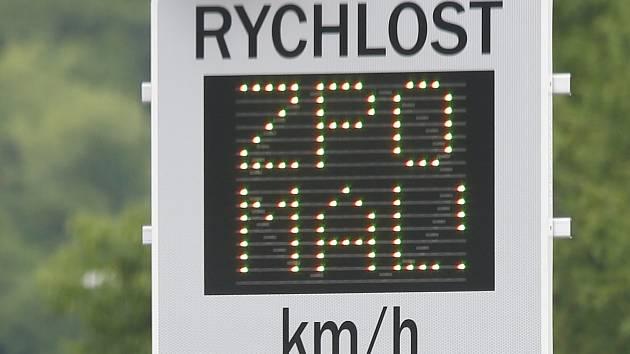 Silnici v Křídlůvkách si spletla s dálnicí. Obcí se řítila víc než 110 km/h