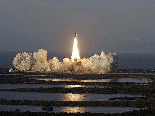 Raketoplán odstartoval z mysu Canaveral na Floridě.