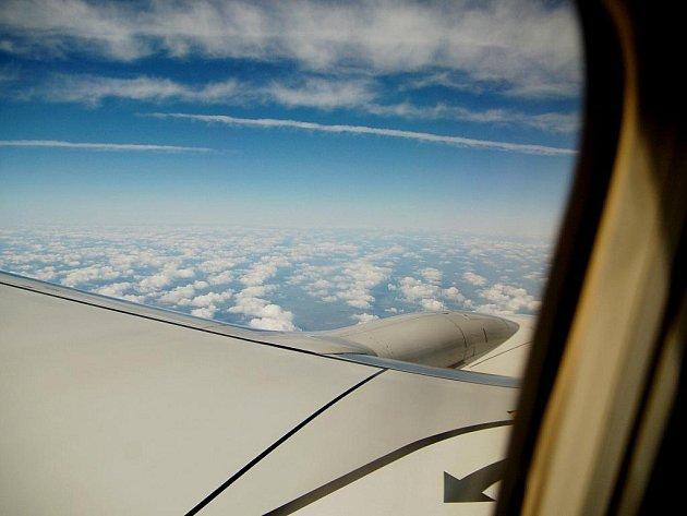 V emirátu Dubaj se v pátek zřítilo americké nákladní letadlo, jehož dvoučlenná posádka nepřežila.Letoun dopadl v blízkosti rušné dálnice asi 16 kilometrů od dubajského mezinárodního letiště.
