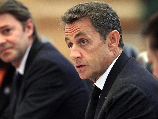 """Francouzský prezident Nicolas Sarkozy ve středu řekl, že jaderná hrozba ze strany Íránu by mohla vyvolat """"preventivní útok"""" na íránská jaderná zařízení."""