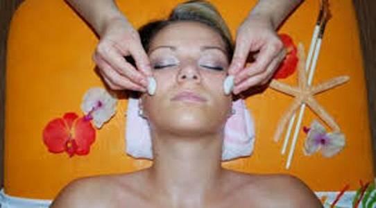 Talasoterapie, tato hluboce relaxační masáž je spojená s peelingem a zábalem z mořských řas.