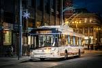 Vánoční trolejbus v Pardubicích.