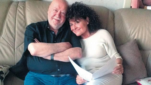 Zpěvačka Jitka Zelenková o své autobiografii Sem tam i vánoční šňůře s Václavem Hybšem