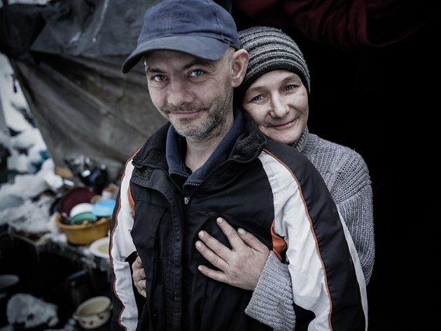 Fotograf Jindřich Štreit vystavuje na piazzetě Národního divadla portréty lidí bez domova.