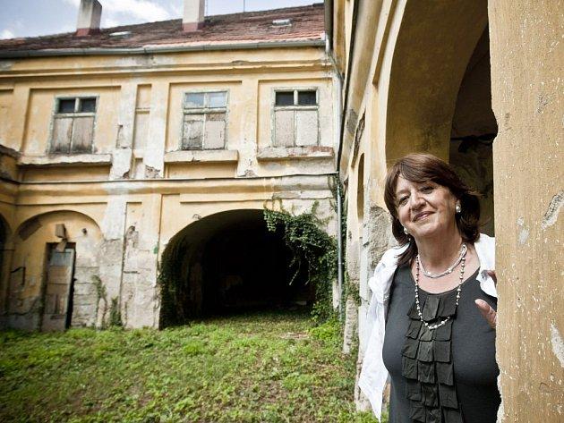 """VÝZVA. """"Bude to nákladná, ale důležitá práce,"""" říká o plánovaném Domě čtyř múz ředitelka nadace Charty 77 Božena Jirků. Zatím vyhlíží Dominikánský dvůr v Praze takto."""