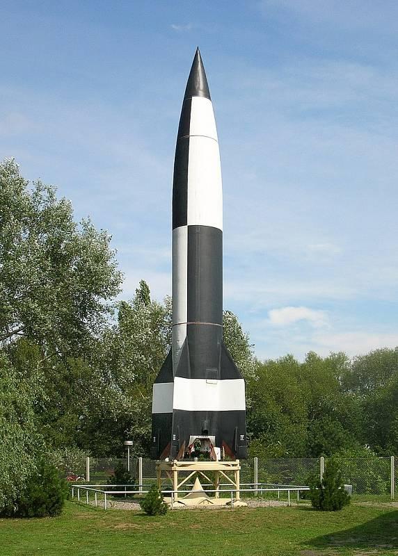 Replika obávané rakety V2 v muzeu v Peenemünde.
