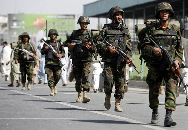 Situaci v Kábuli kontrolují příslušníci afghánské armády, jinde v zemi ale útočí Tálibán.