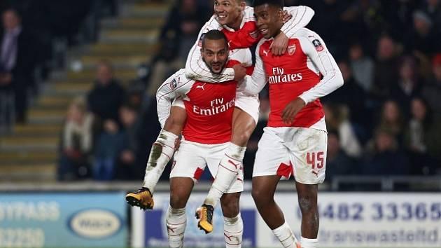 Fotbalisté Arsenalu a jejich radost z výhry