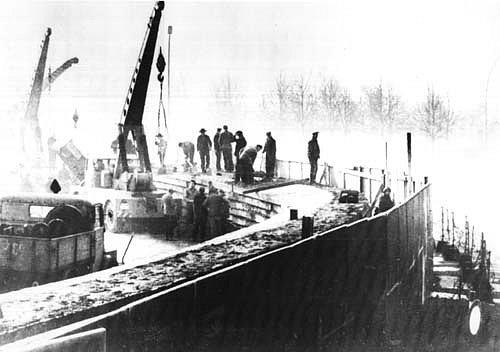 Stavba Berlínské zdi v roce 1961