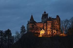 Traduje se, že hrad Bran inspiroval spisovatele Brama Stokera při popisu tajemného sídla krvelačného hraběte Drákuly
