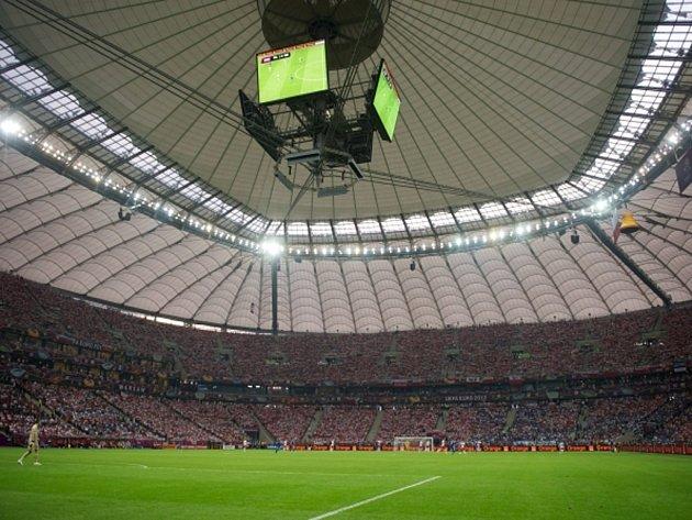 Národní stadion ve Varšavě se zataženou střechou.