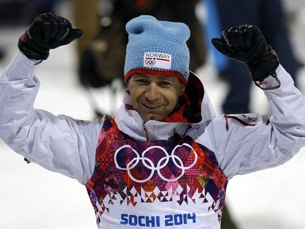 Legendární Ole Einar Björndalen si v Soči doběhl pro zlato ve sprintu a získal dvanáctý cenný kov na olympijských hrách.