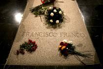 Hrobka bývalého španělského diktátora Franciska Franka v památníku v Údolí padlých u Madridu