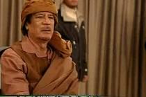 """Libyjský vůdce Muammar Kaddáfí v noci na úterý v televizním vysílání prohlásil, že je stále v libyjské metropoli """"Tripolisu a nikoliv ve Venezuele""""."""