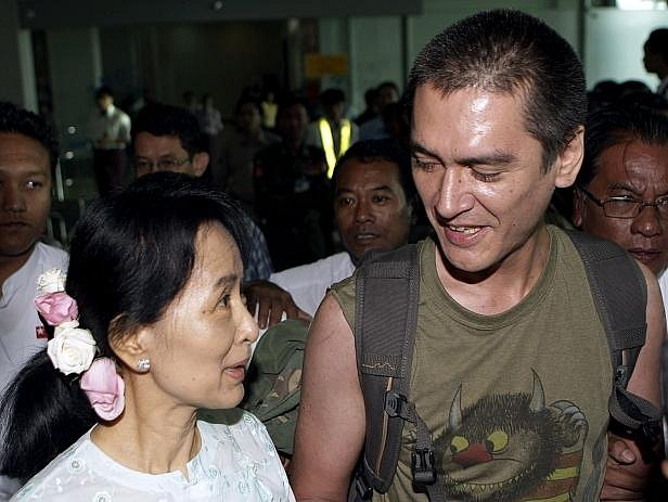 Barmská disidentka Do Aun Schan Su Ťij se poprvé po deseti letech setkala se svým synem.