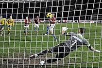 Michal Kadlec otevírá hned v úvodu utkání skóre v utkání Česka proti Litvě.