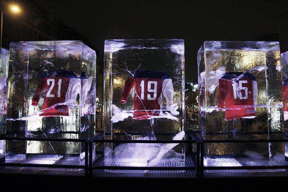 Instalace hokejových dresů v ledových kvádrech pro Nike na pražském Václavském náměstí.