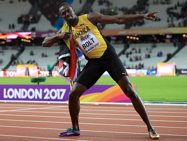 Usain Bolt doběhl ve sprintu na 100 metrů na MS v Londýně třetí, přesto nezapomněl fanouškům předvést svou tradiční pózu.