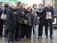 Osm dní po útoku na redakci satirického týdeníku Charlie Hebdo dnes v Paříži pochovali kreslíře časopisu Georgese Wolinského a Bernarda Werlhaka.