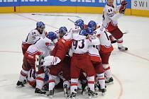 Čeští hokejisté se radují z postupu do finále na mistrovství světa.