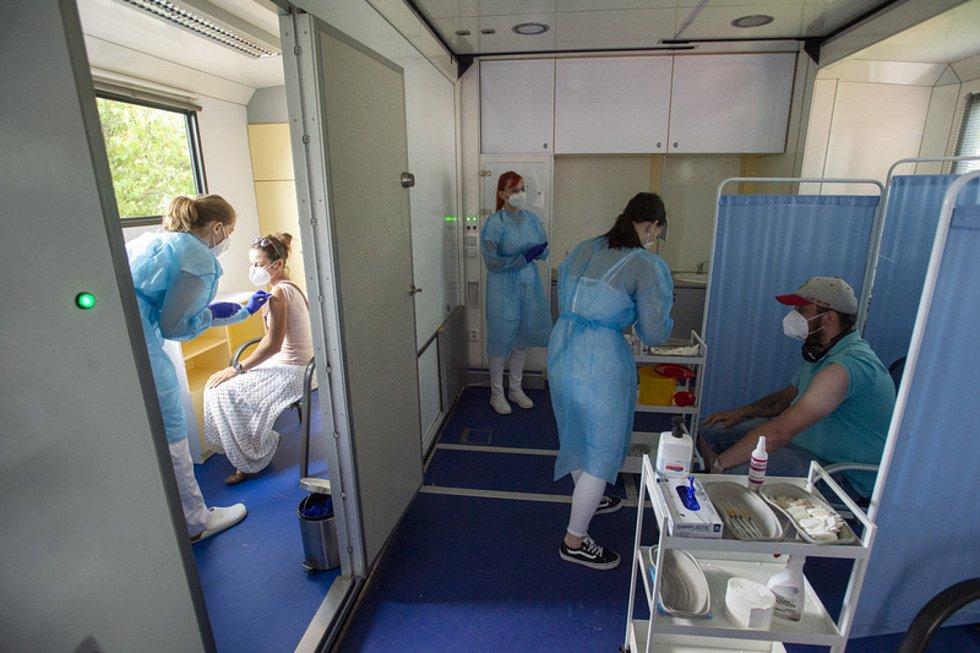 Očkování v kamionu v Pardubicích