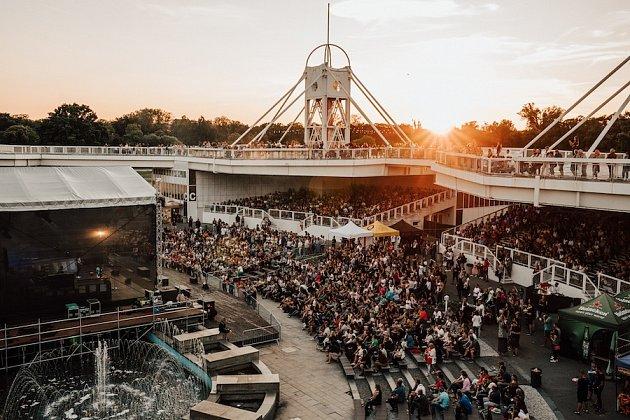 Queenie, letní tour Pod širým nebem, Praha Křižíkova fontána 2020
