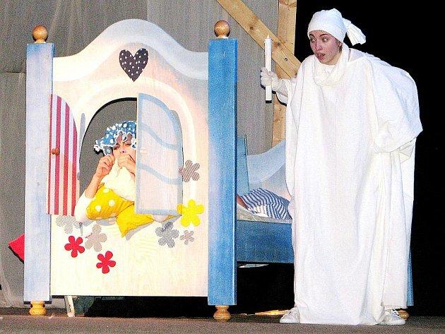 Představení Strašidla v Čechách uvedlo divadlo Minaret ve středu 1. února 2012 v Tylově divadle v Kutné Hoře. V hledišti se sešly děti z mateřských a základních škol z města a okolí.