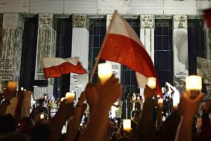 Protesty proti reorganizaci nejvyššího soudu ve Varšavě.