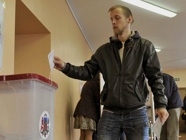 Sobotní parlamentní volby v Lotyšsku po sečtení takřka všech hlasů vyhrála vládnoucí středopravicová koalice premiérky Laimdoty Straujumaové, která získala takřka 58 procent voličů.