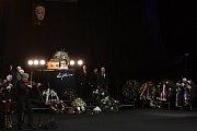 Poslední rozloučení s Luďkem Munzarem v budově Národního divadla