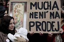 Demonstrace na podporu zachování Slovanské epopeje v Moravském Krumlově se uskutečnila před zasedáním pražského zastupitelstva v Praze. Zastánci Epopeje v M. Krumlově se poté zúčastnili zasedání zastupitelstva