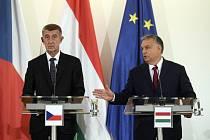 Český premiér Andrej Babiš a jeho maďarský protějšek Viktor Orbán vvstoupili 5. listopadu 2019 na Pražském hradě po jednání premiérů zemí visegrádské skupiny