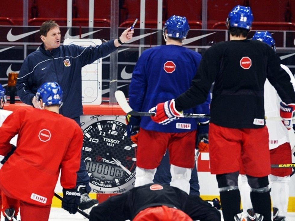 Trenér Alois Hadamczik 10. května ve Stockholmu na tréninku české reprezentace před utkáním se Slovinskem na mistrovství světa v ledním hokeji.