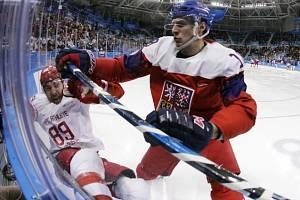 Dominik Kubalík (vpravo) a Nikita Nestěrov z Ruska.