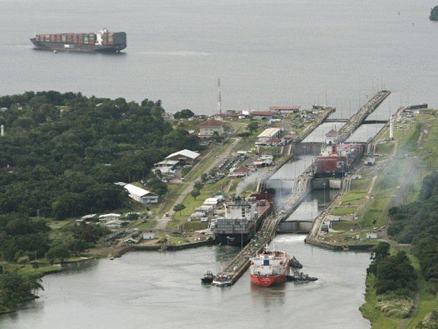 Panamský průplav si v loňském fiskálním roce prohlédl rekordní téměř jeden milion turistů.