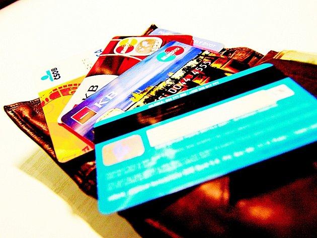 Banky vydávají další a další karty. Nejhezčí jsou ty s vlastní fotografií majitele.