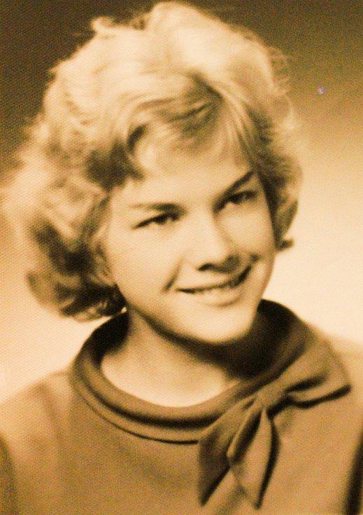 Eva Pilarová - maturitní foto