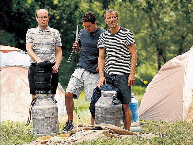 Jedna ze scén – zleva Jiří Ployhar, Václav Rašilov a Lukáš Vaculík.