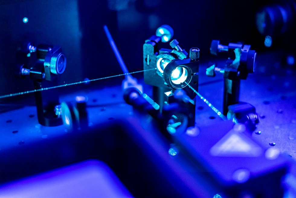 před několika měsíci ohlásili fyzici z CERNu zachycení nové asymetrie mezi hmotou a antihmotou.
