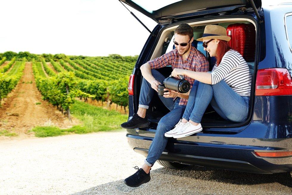 Před dovolenou myslete na cestovní pojištění, které kryje léčebné výlohy a zahrnuje užitečné asistenční služby.