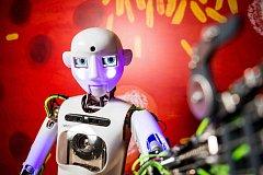 V iQLANDII si můžete popovídat s robotem Thespianem