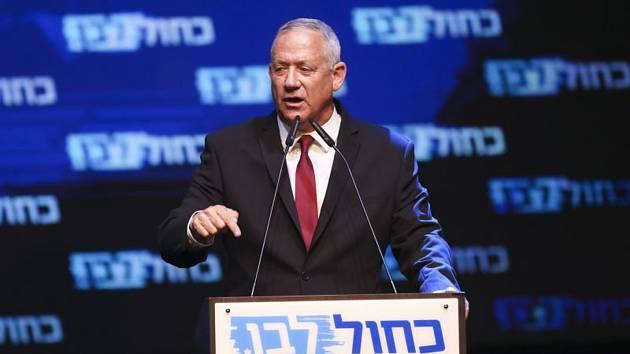 Centrista Benny Ganc, předseda izraelské koalice Modrá a bílá, hovoří ve štábu své strany v Tel Avidu po parlamentních volbách (snímek z 18. září 2019)