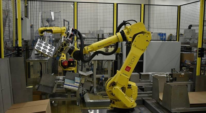 Robotické skládání a paletizace etiket v polygrafickém průmyslu.