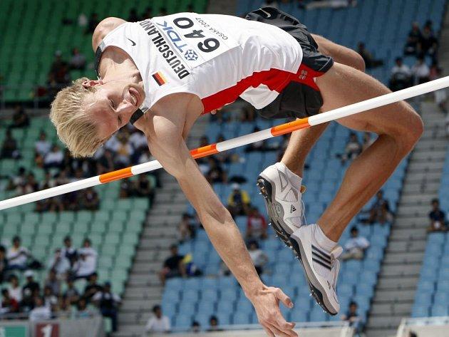 Do finále prošli z pondělních kvalifikačních bojů výškaři Jaroslav Bába a Tomáš Janků.